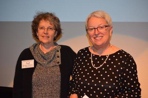 Diane Prévost, vice-prés. de la SLC et la lauréate Lise Hébert
