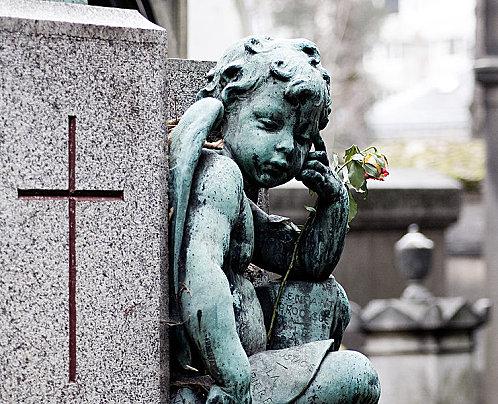 Cimetiere-du-Pere-Lachaise---detail-d-une-tombe.jpg