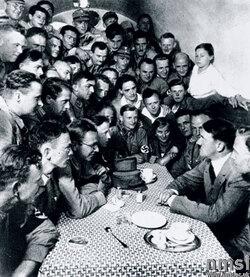 Hitler à la Hofbräuhaus Munich 1923