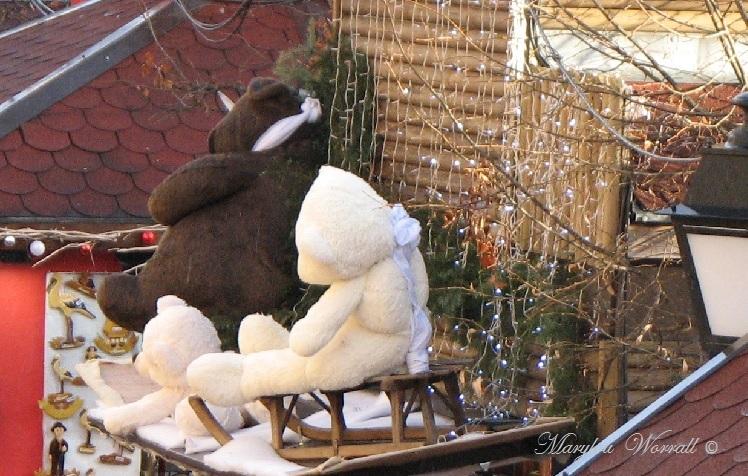 Au temps des marchés de Noël : Ours dans la ville