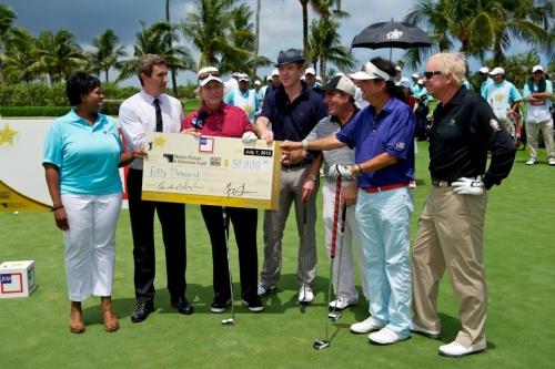 Tico Torres était au tournoi de golf de M Douglas en Mai 2012
