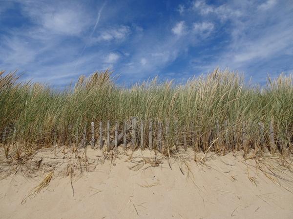 Drapeau orange sur la plage de la Govelle