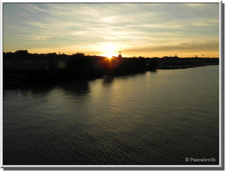 Crépuscule et nuit sur Bordeaux