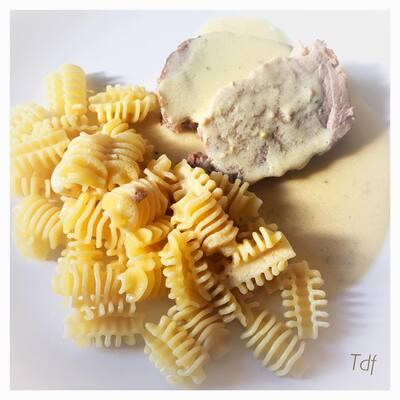 Rôti de porc cuit au lait , moutarde ail et persil