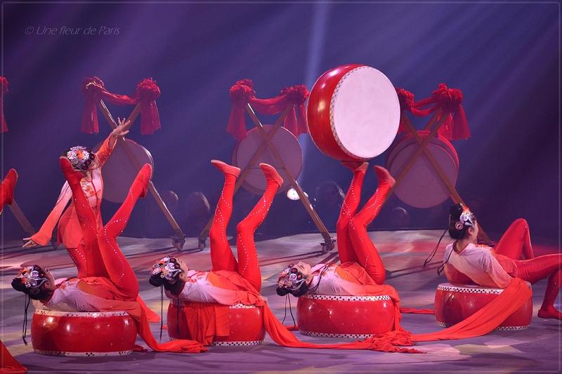 Cirque Phénix - Le Petit Dragon : Le Premier Tambour Antipodistes avec Tambours