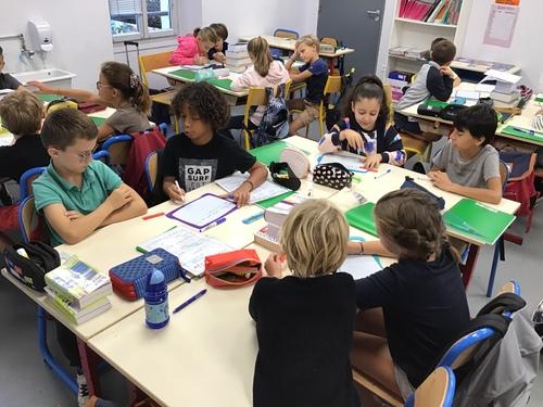 Travail sur le verbe par binôme et groupe classe