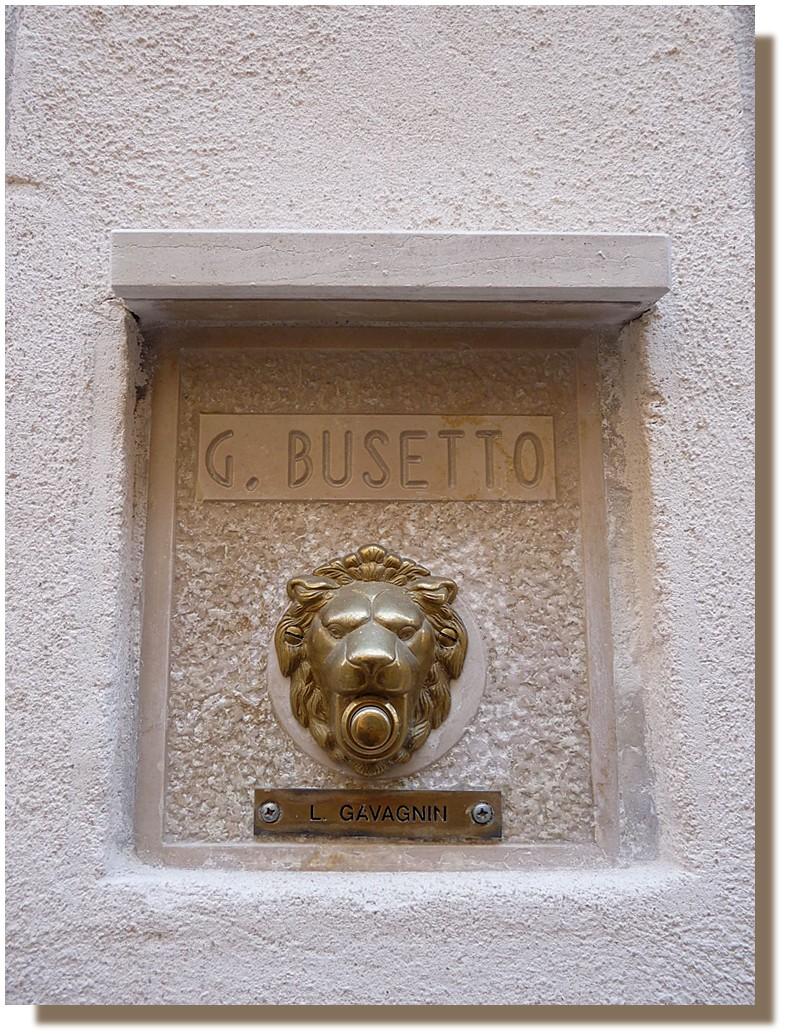 à Venise, il fallait le bouton du lion !