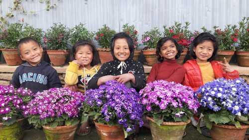 la petite nouvelle Aarati soeur de Rabin Kumar Mahato avec Alisha et Pratiksha