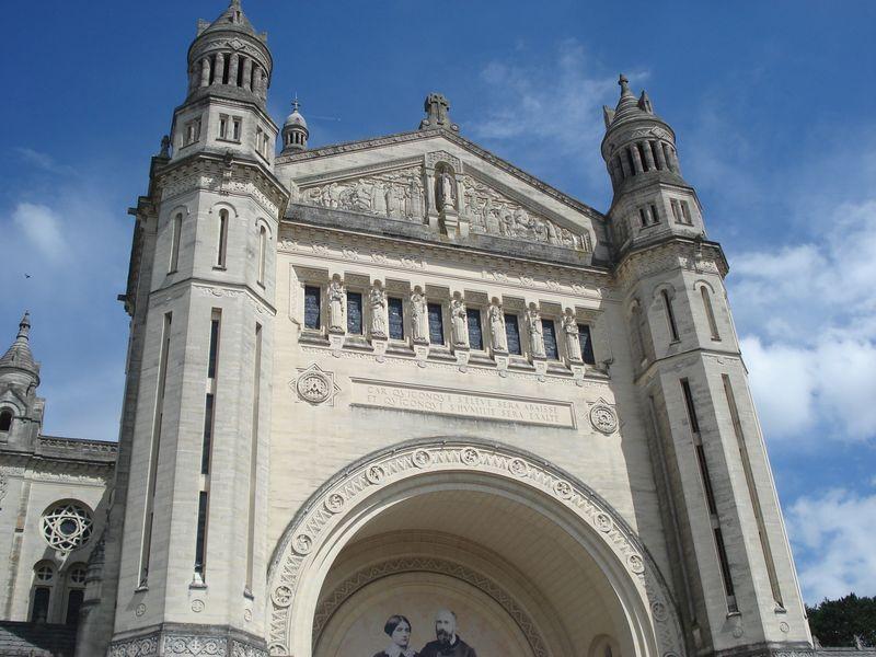 Basilique Sainte Thérèse de Lisieux etc...