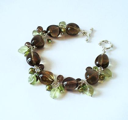 Bracelet Grappe, Pierres de Quartz fumé, Prehnite, perles de culture et Péridot / Plaqué argent