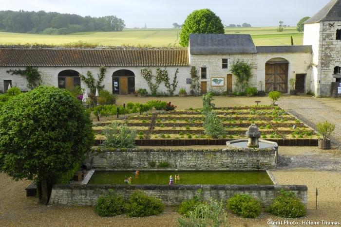 Au Château Du Rivau - Un Jardin De Conte De Fée