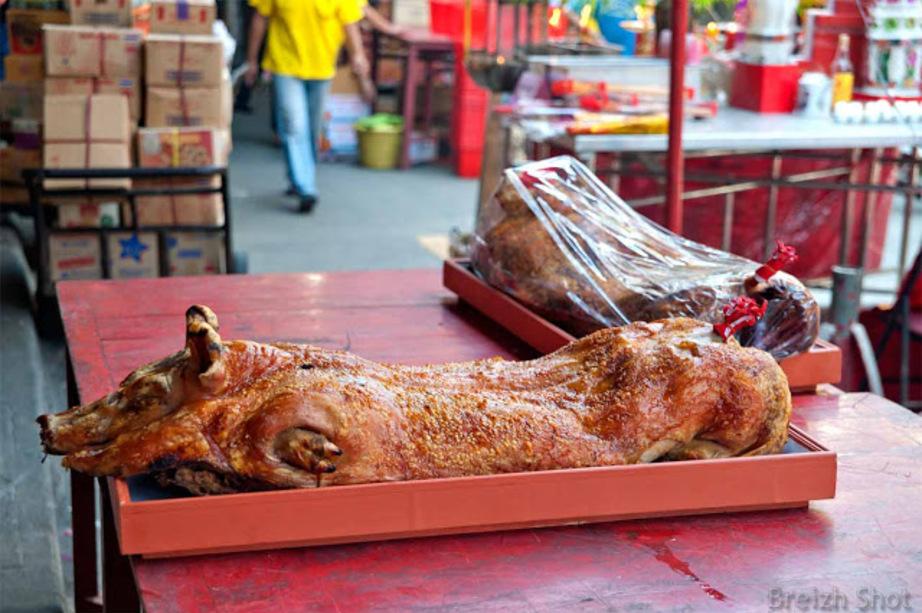 Bangkok :  Le cochon grillé est décoré