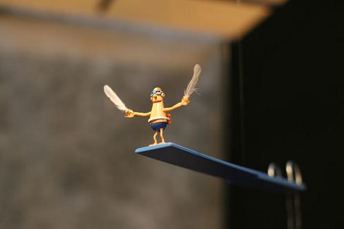 sculpture mobile je suis un oiseau homme plongeur plume main