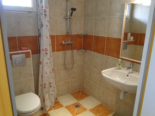 ...et sa salle de douche
