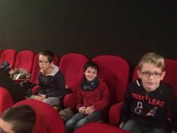 En sortant de l'école pour aller à la première projection d'Ecole et cinéma...