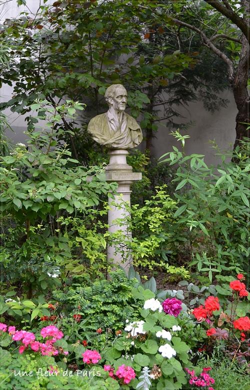 Square Honoré Champion : Buste de Charles de Montesquieu de Félix LECOMTE