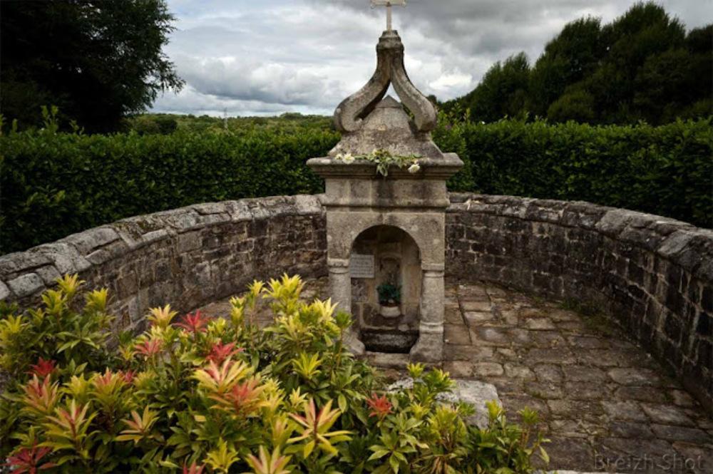 fontaine  saint roch - Lanvaudan