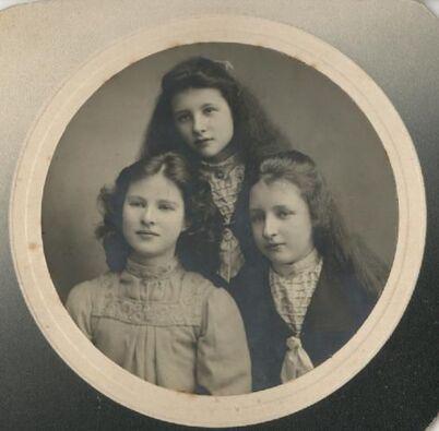13 - Portraits de famille,3 soeurs