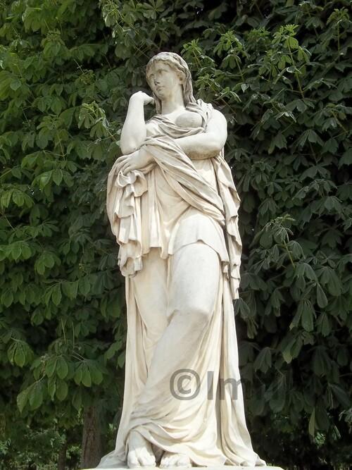 Le Jardin des Tuileries à Paris, sélection de statues de Dieux et Héros Grecs.