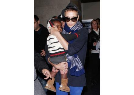 Charlize Theron: Arrivée LAX avec Jackson!