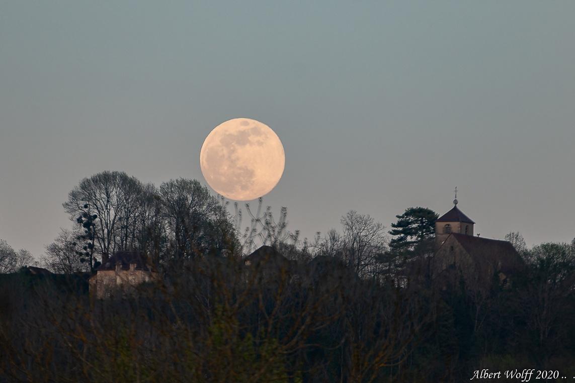 "La lune ""rose"""
