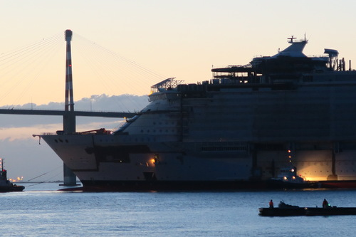 Le Symphony of the Seas flotte à Saint-Nazaire