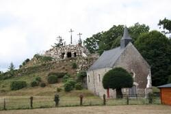 Chapelle et monument, au calvaire de Pontchâteau