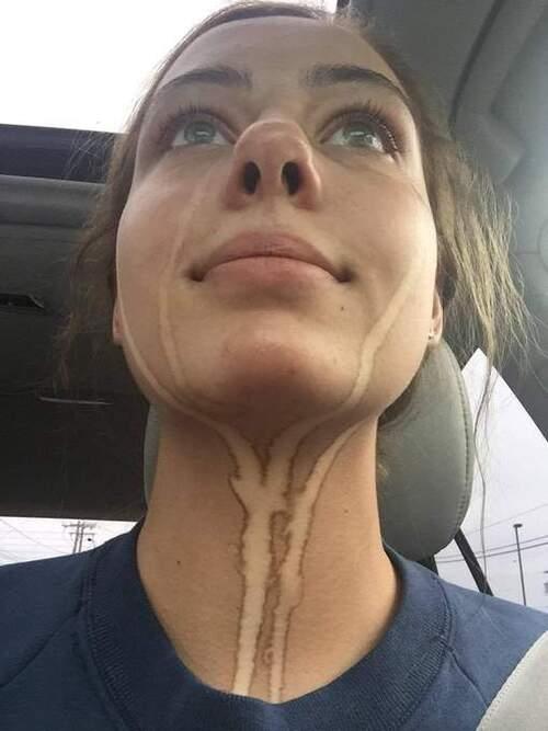 Elle pleure après avoir mis de l'auto-bronzant et....