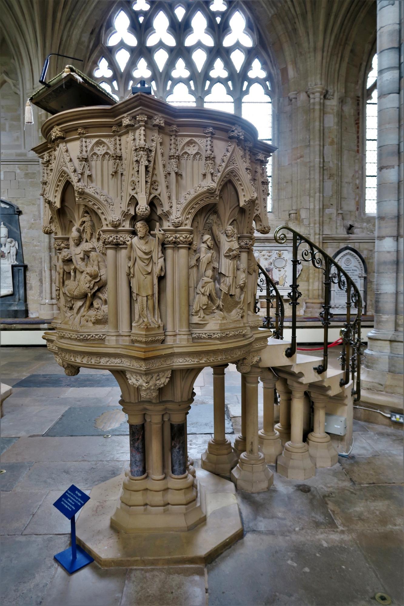 EXETER. Cathédrales:  Panneaux de la chaires des Martyres (XIX)