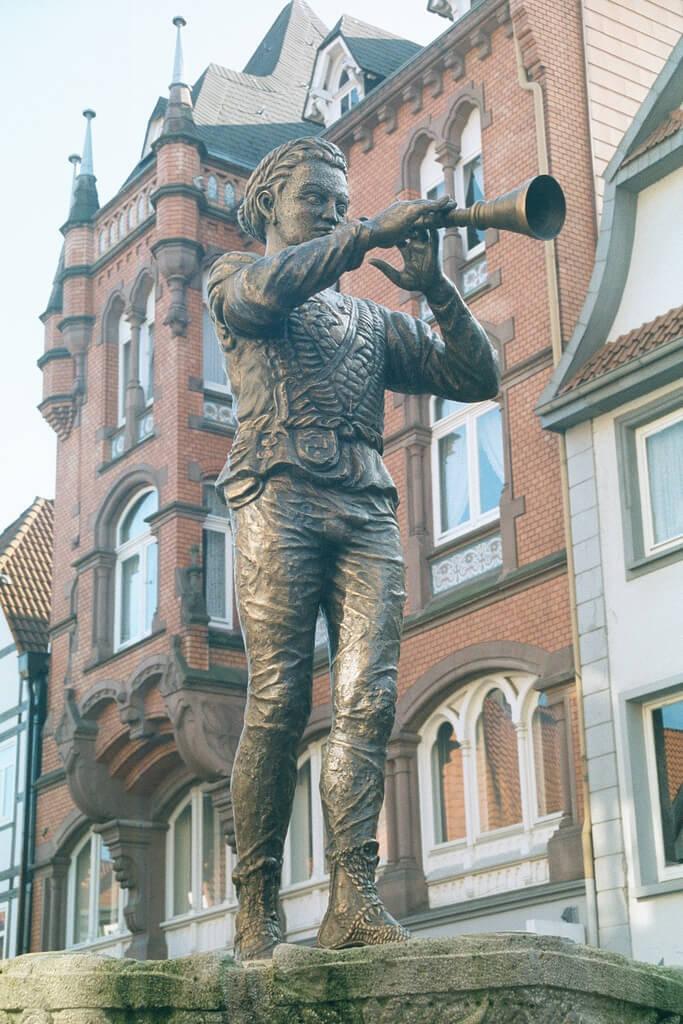 Statue Le Joueur de flûte de Hamelin en Allemagne