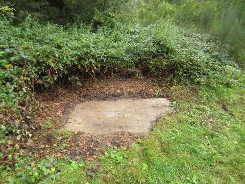 Restes de la baraque Léger : carrelages au sol