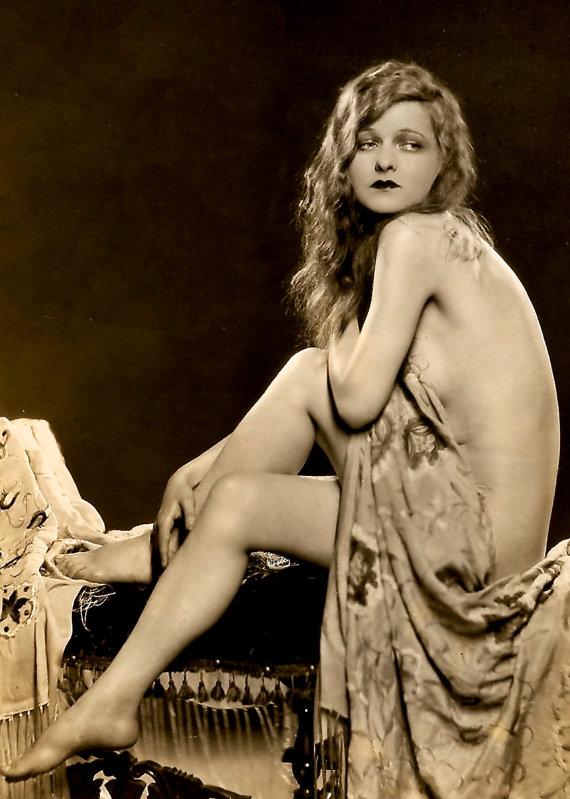 années 1920 ère Ziegfeld Follies étoiles Ruth Noble - sépia Print - multiples tailles - Alfred Cheney-Johnston Pose classique [730-505]