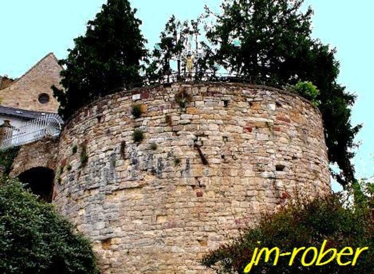 Turenne (4) un village médiévale bâti sur une colline en Corrèze autour de son château en région Limousin.
