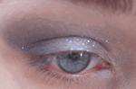 Violet lumineux sur les yeux