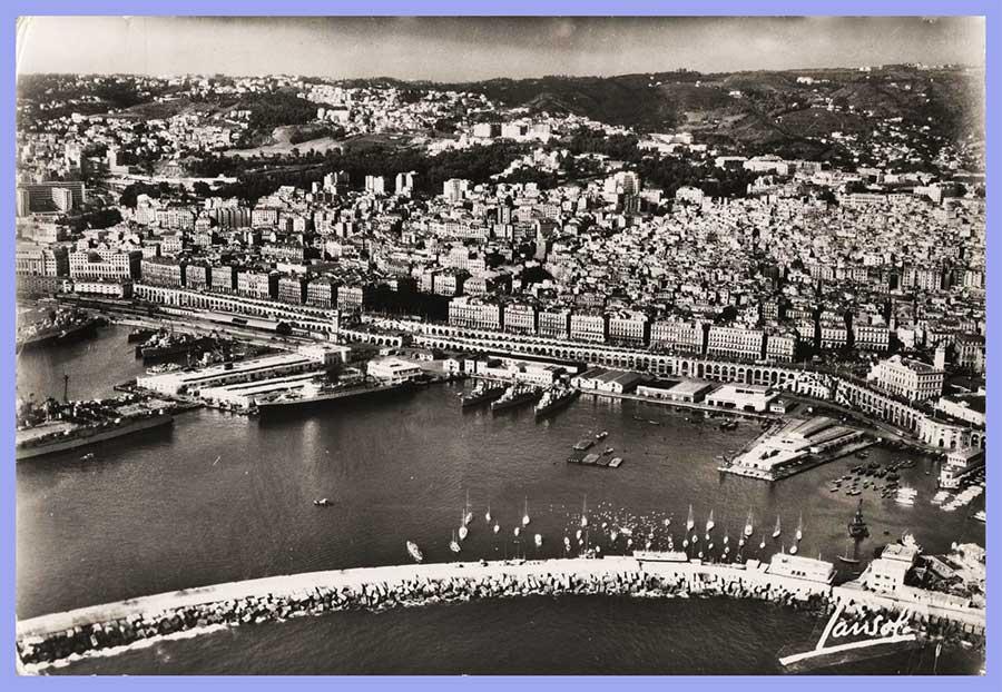 Vue aérienne - Boulevards et Gares Maritimes.   Alger - Au premier plan, la jetée Nord