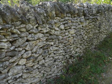 Tubes murs de pierre sèche