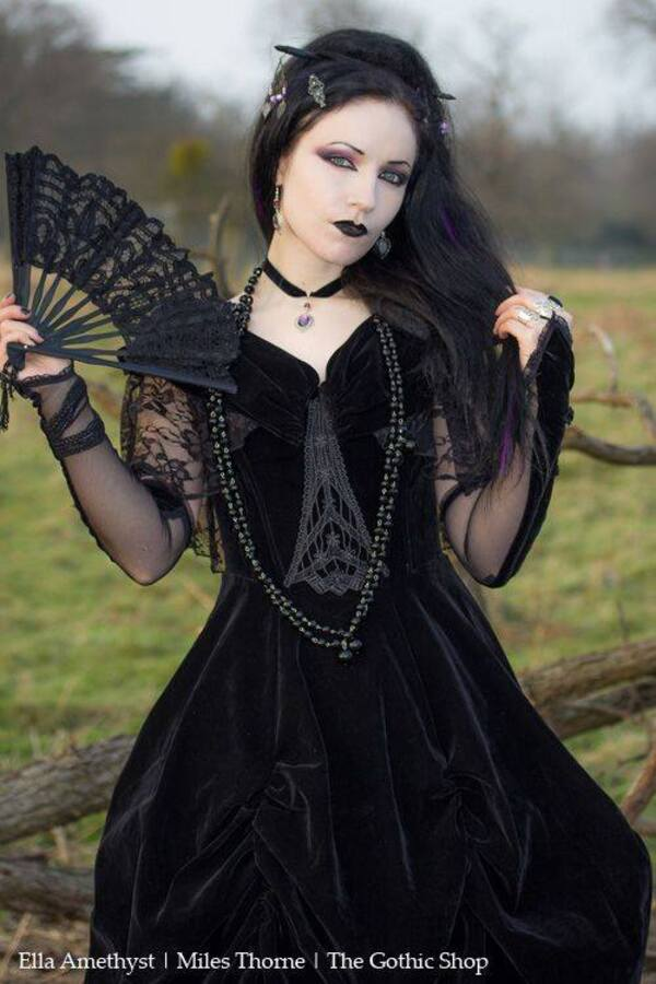 Ella Amethyst, modèle
