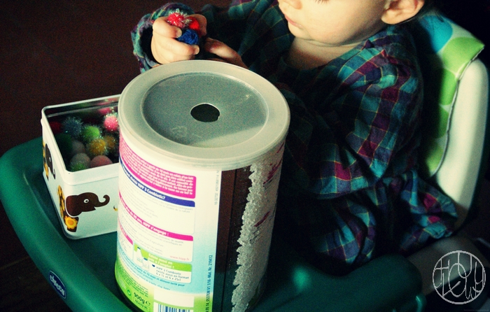 Bac sensoriel : Les pompons pour les touts-petits