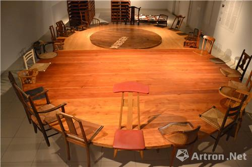 Chine  , art contemporaines , Mons , Be,陈箴-双圆桌- 木头、金属、椅子 -