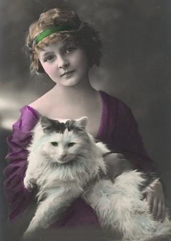 1910bigcat_lady