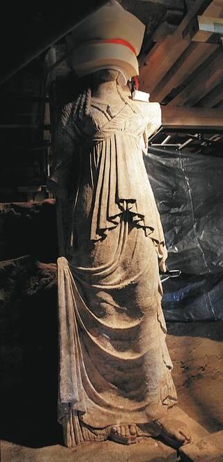 Amphipolis : les Karyatides, de la tête aux pieds !