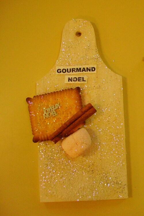 Planchettes décoratives gourmandes pour le marché de Noël