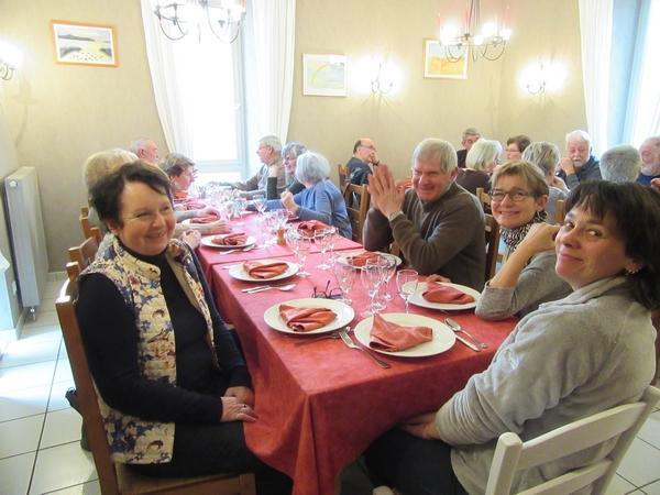 Le rituel repas des peintres des Amis du Châtillonnais a eu lieu au Sabot de Venus à Bure les Templiers
