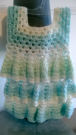 robe fait main au crochet taille 0-3mois