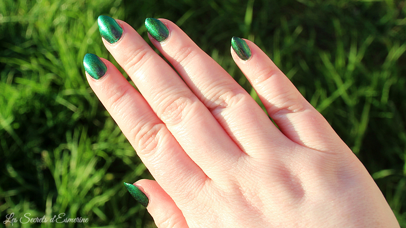 No place like home : le vernis multichrome de Spell Polish au soleil
