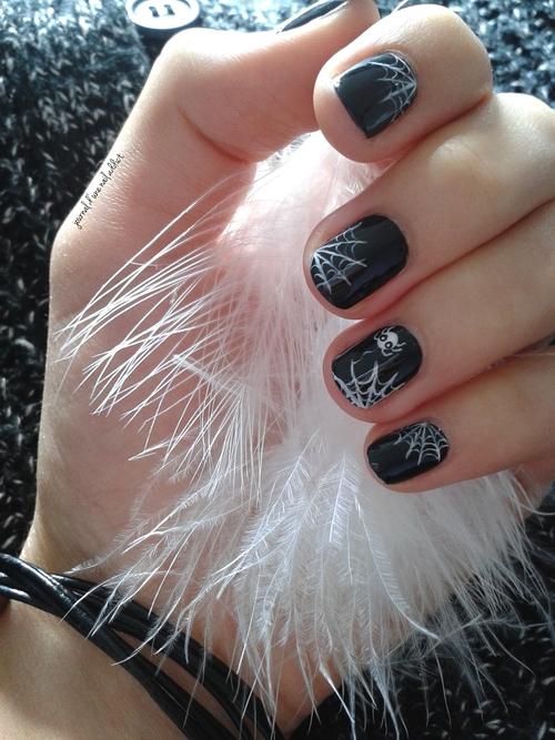 nail art toiles d'arignées pour halloween
