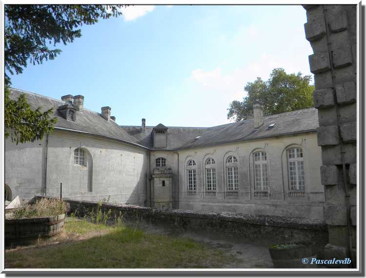 Château du Bouilh - la cour intérieure