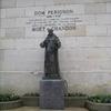 La Statue de Dom Pérignon trone chez Moet & Chandon