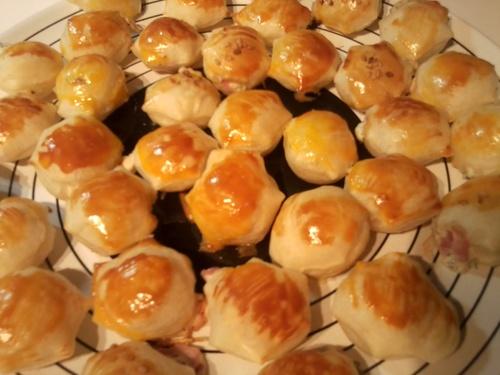 Choux de pâte feuilletée au jambon et fromage