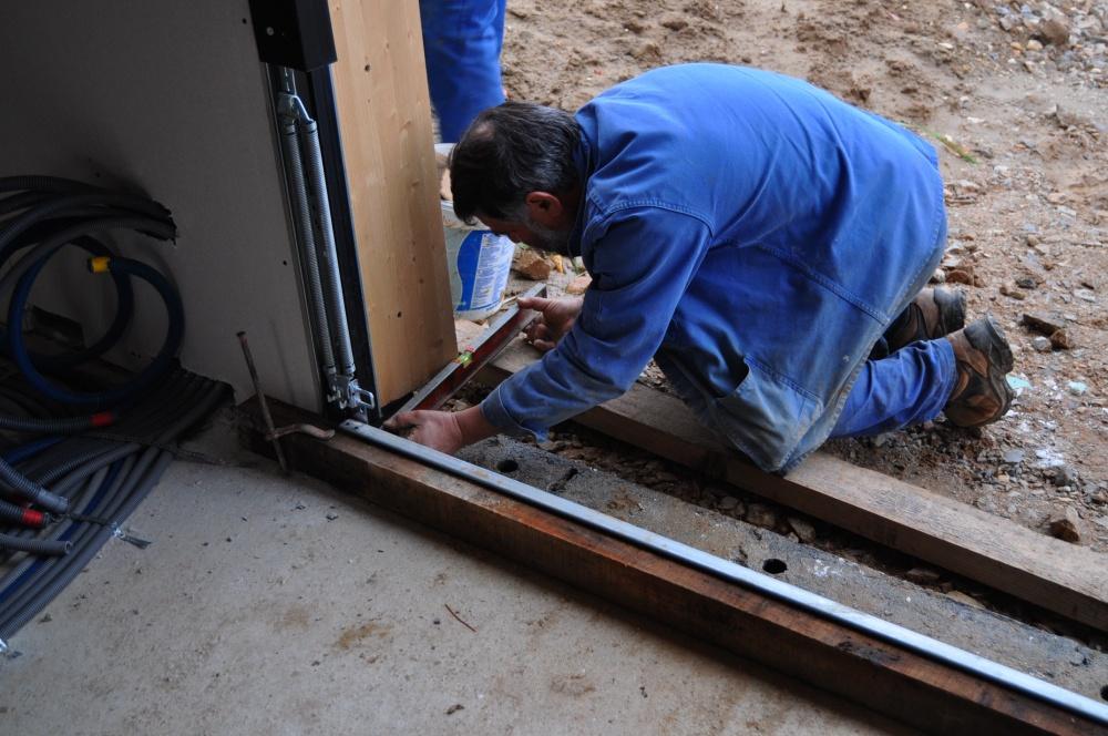 Jour 60 136 travaux du jour la maison en bois de - Comment faire un seuil de porte en beton ...
